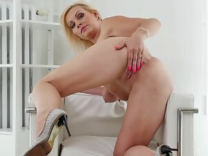 Hot Peaches Playing With Personally Anal